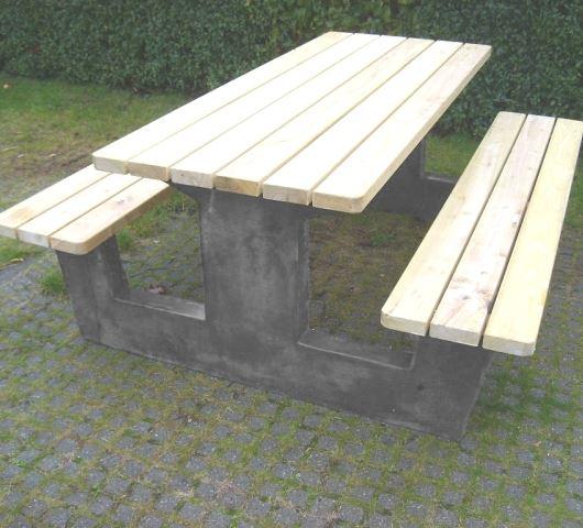 Moderne Bord/bænk system med betonstel & Robinie planker. RT49